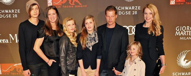 am set til schweiger spannt die ganze familie ein. Black Bedroom Furniture Sets. Home Design Ideas