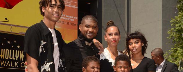 Usher mit seiner Familie auf dem Walk of Fame