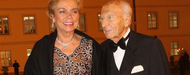 Walter Scheel mit seiner Frau Barbara im Jahr 2007 in Berlin