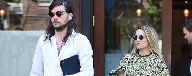 Winston Marshall und Dianna Agron in New York