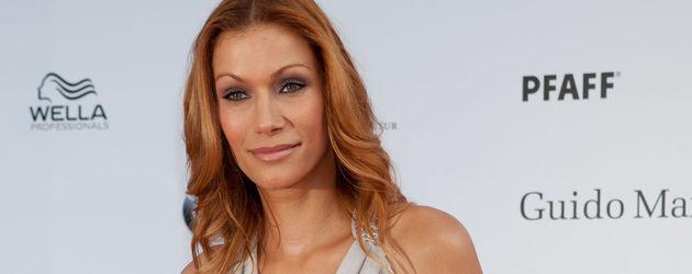 Zugelegt: Yasmina Filali zeigt sexy Rundungen | Promiflash.de